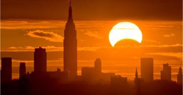 كسوف جزئي للشمس يتزامن مع بداية السنة الهجرية