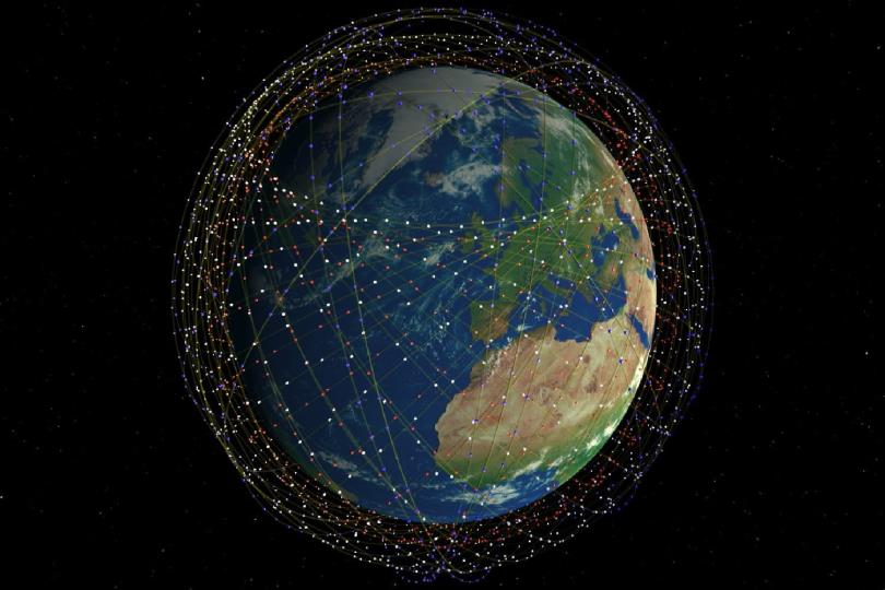 مركز الفلك الدولي يصور قطار الأقمار الصناعية لدى مروره  في سماء الإمارات