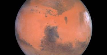 فوهة نيزكية غريبة على سطح المريخ